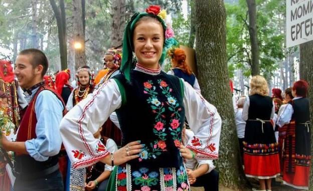 Фестивал на народната носия