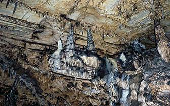 Пещерата Лепеница